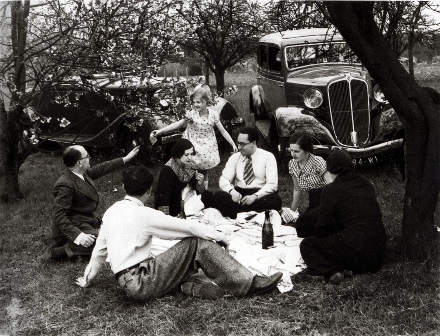 Doisneau-le-dejeuner-sur-lherbe-pub-renault1936
